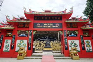 Patung Buddha Tidur di Bogor, Gerbang Vihara Buddha Dharma & 8 Pho Sat