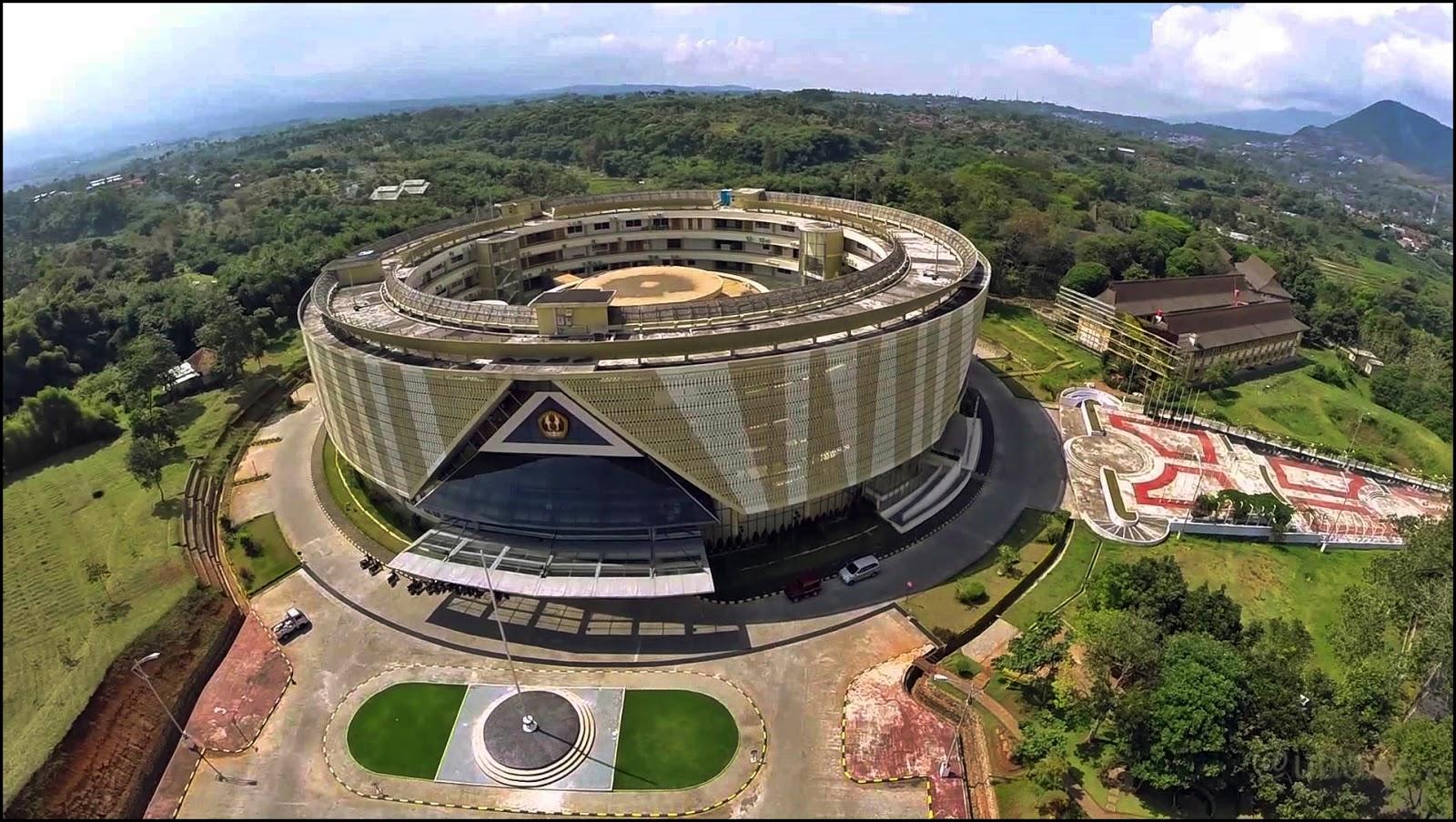 Foto 8 5 Kampus Terbaik Bandung Gedung Rektorat Unpad