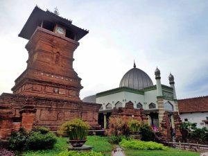 Masjid Terdekat, Masjid Menara Kudus
