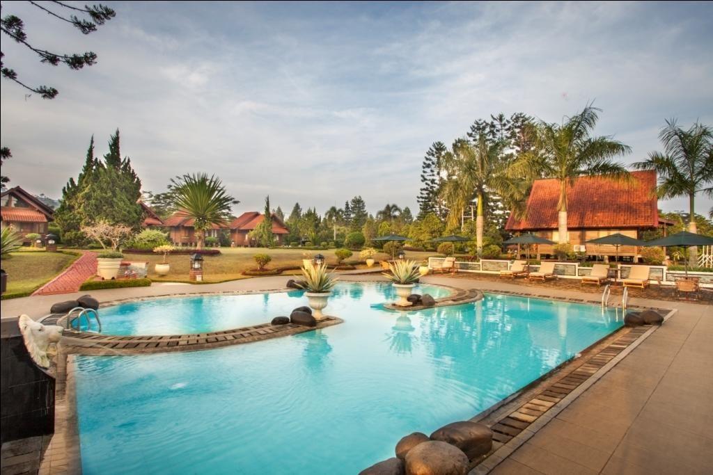 Kolam renang Citra Cikopo Hotel