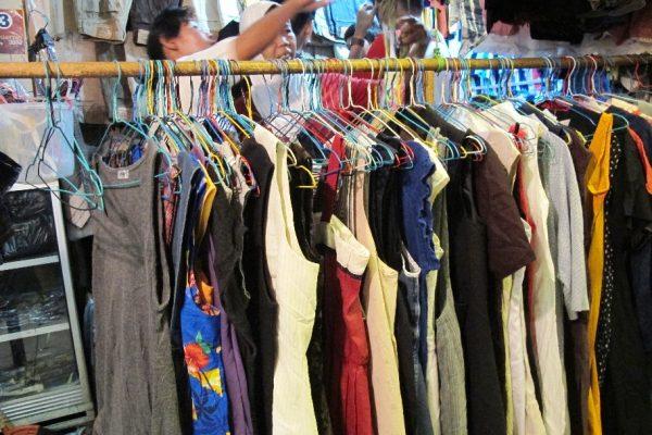 Pusat Baju Vintage, Pasar Senen, pasar barang antik di Jakarta
