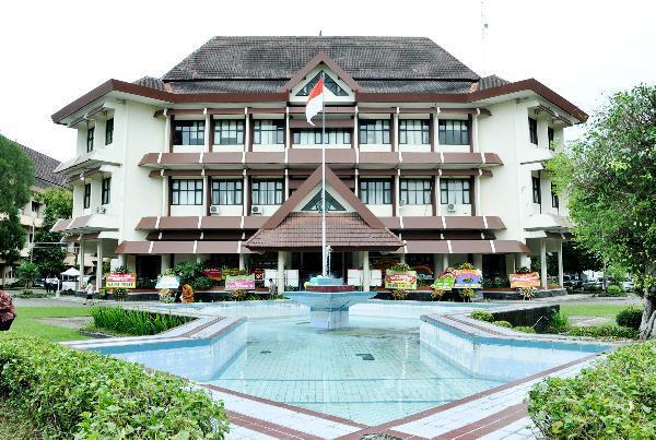 beasiswa dalam negeri, Beasiswa Institute Stiper Surabaya, Seputar Kota
